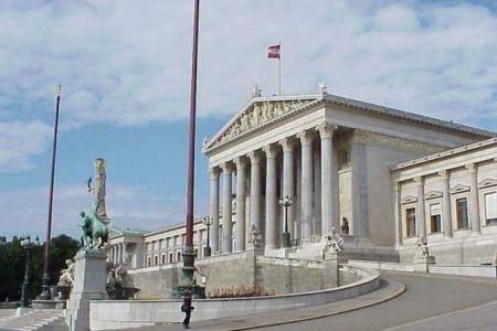 Bratislava Vídeň Budapešť a plavbou lodí po Dunaji do Vídně,