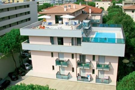 Hotel & Aparthotel Olimpia, Bibione v červenci