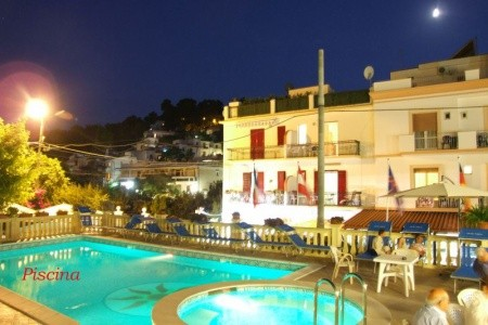 Hotel Pineta S Bazénem Eu- San Menaio, Gargano