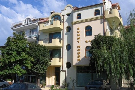 Sunny House, Carevo