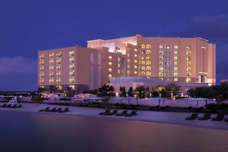 Traders Hotel Abu Dhabi, Abu Dhabi v červenci