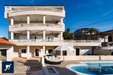 Vila Lavantara, Split